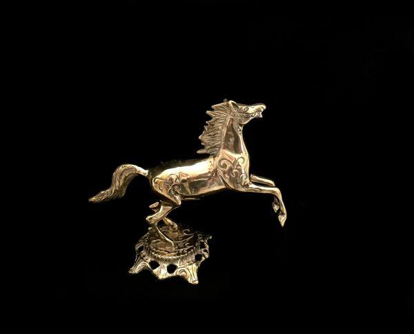 مجسمه برنزی طرح اسب ایستاده